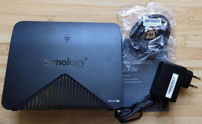 Synology MR2200ac - Ce este în cutie