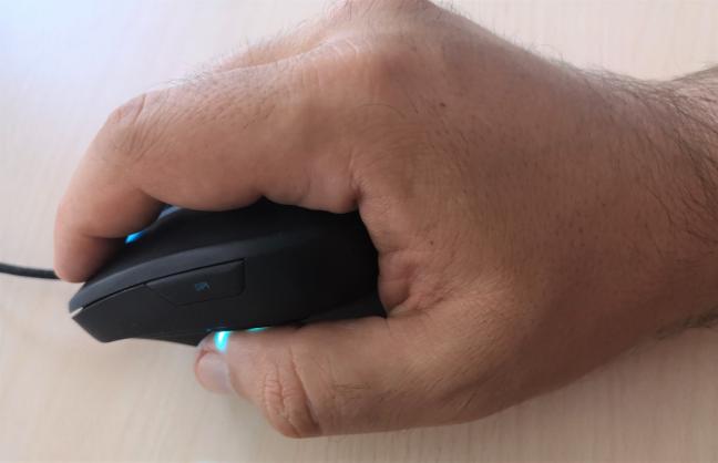 Cum ții în mână mouse-ul Trust GXT 144 Rexx