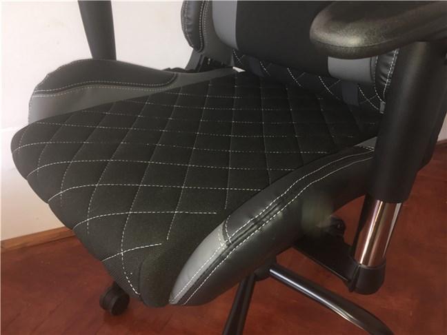 Șezutul scaunului de gaming Trust GXT 707 Resto V2