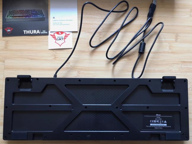 Spatele tastaturii Trust GXT 860 Thura