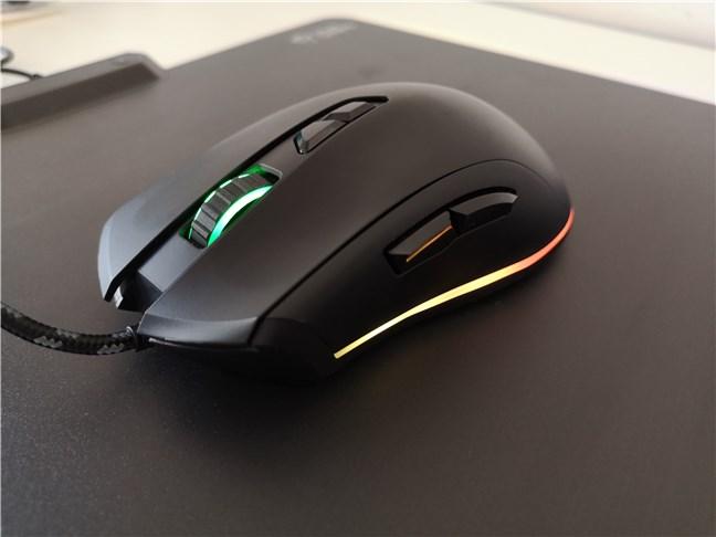 Mouse-ul de gaming Trust GXT 900 Qudos este creat doar pentru utilizatorii dreptaci
