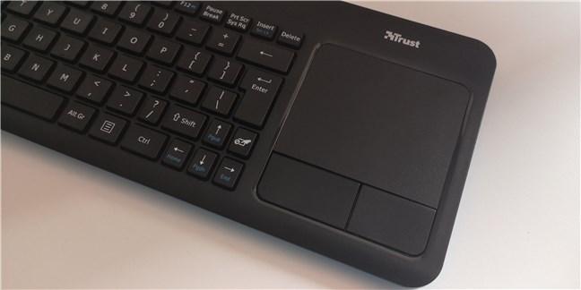 Touchpad-ul și butoanele sale sunt mari