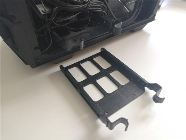 "Suporturile de 3,5"" din carcasa de PC ASUS TUF Gaming GT301"