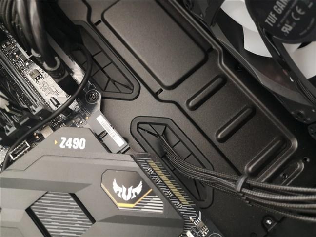 Carcasa ASUS TUF Gaming GT301 are manșoane de cauciuc