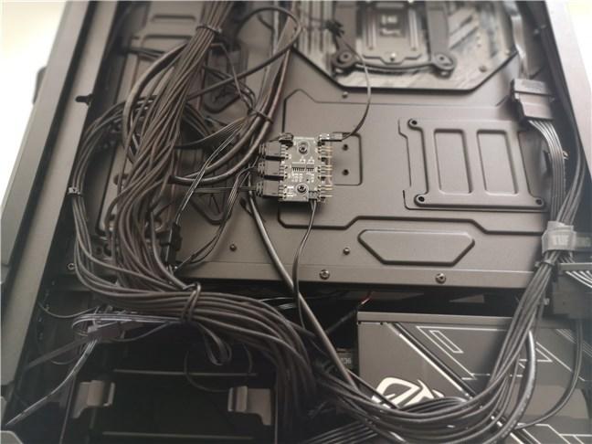 Sub panoul din spatele carcasei ASUS TUF Gaming GT301