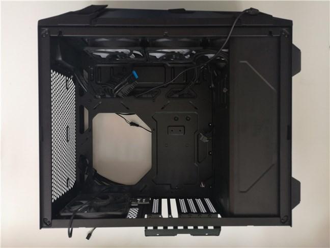Carcasa de PC ASUS TUF Gaming GT301 cu sursa de alimentare montată