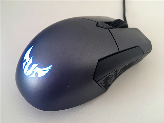 Mouse-ul ASUS TUG Gaming M5 văzut din spate