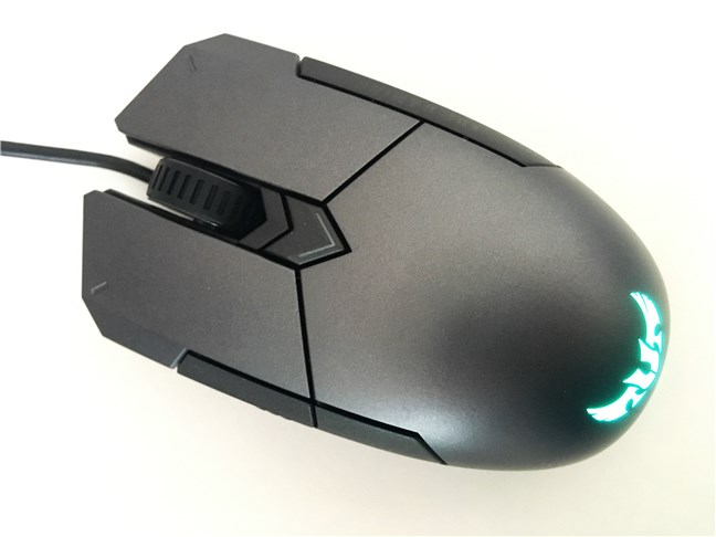Vedere de sus a mouse-ului ASUS TUG Gaming M5