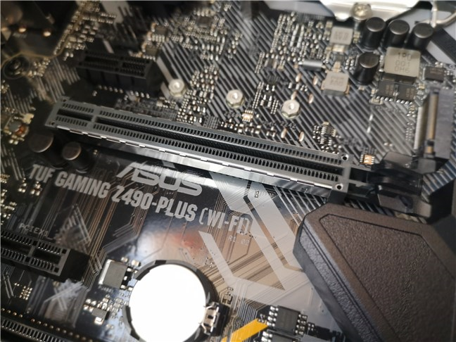 Slotul PCI Express 3.0 x16 folosit pentru placa video