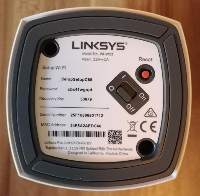 Butoanele de pe fundul Linksys Velop WHW01