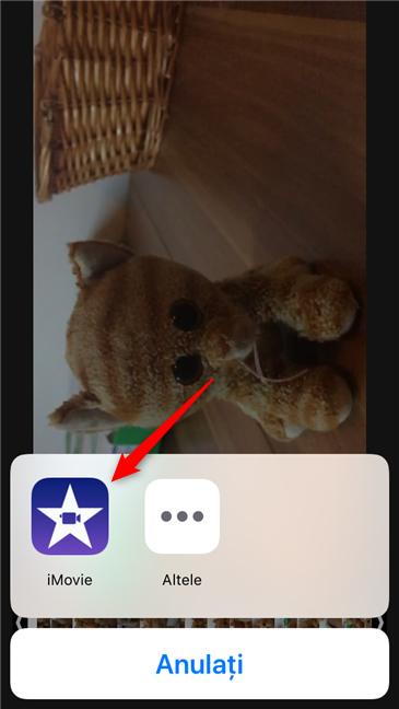 Selectarea aplicației iMovie pentru editarea clipului video