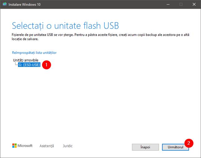 Selectarea unității flash sau a hard disk-ului extern folosit pentru instalare