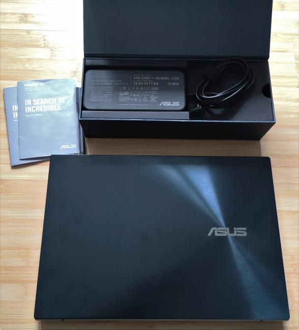 Despachetarea ASUS ZenBook Pro Duo