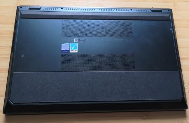 Partea dorsală a unui ASUS ZenBook Pro Duo