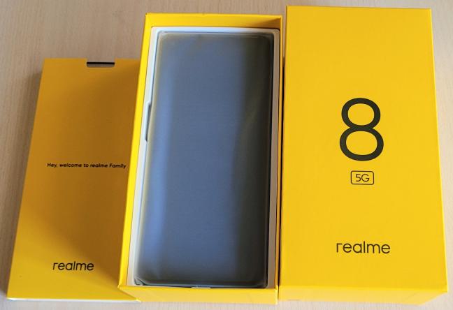 Cutia în care vine realme 8 5G