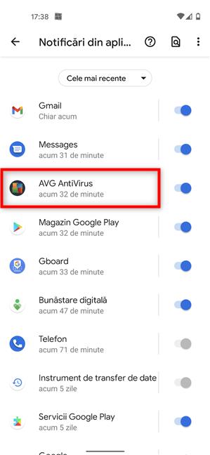 Apasă pe aplicația a cărei notificări permanente vrei să le ștergi