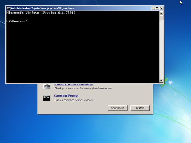 Fereastra CMD deschisă înainte de boot