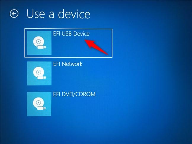 Pornește PC-ul folosind un kit de instalare Windows (USB, DVD etc.)