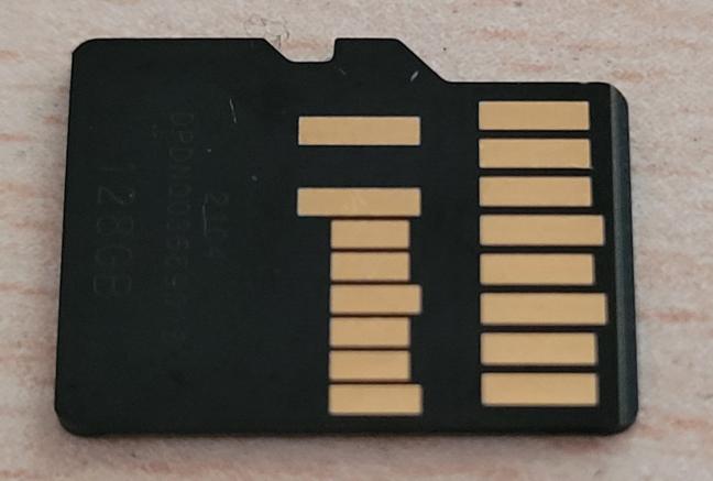 Cardurile UHS-II au un al doilea rând de pini