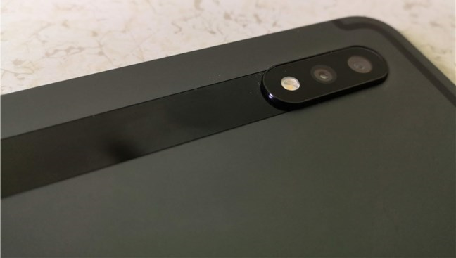 Samsung Galaxy Tab S7+: Configurație dual-camera pe spatele ei