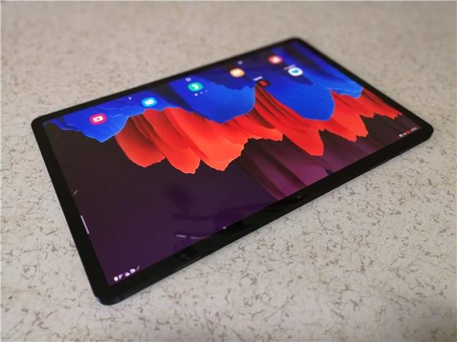 Vedere din perspectivă asupra Samsung Galaxy Tab S7+