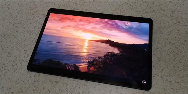 Samsung Galaxy Tab S7+ vine cu un ecran Super AMOLED
