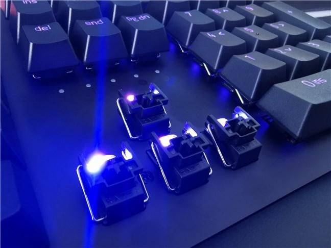 Razer Huntsman v2 Analog folosește comutatoare optice