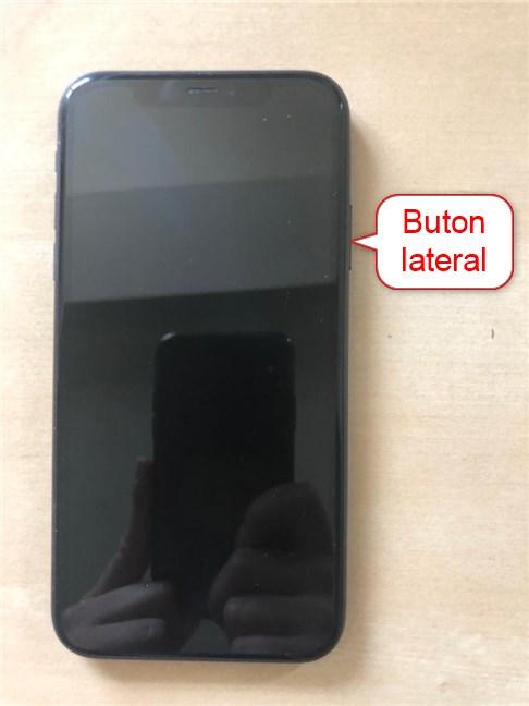 Folosește butonul lateral pentru a porni iPhone 11