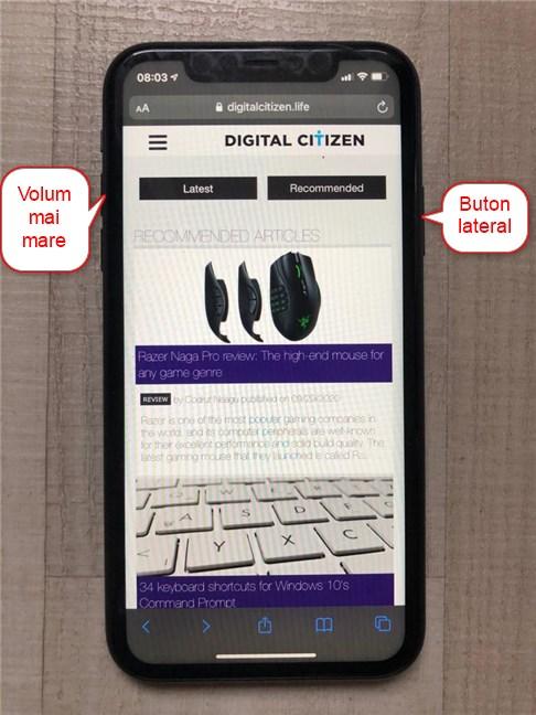 Apasă butonul lateral și Volum mai mare pentru a face o captură de ecran pe iPhone 11