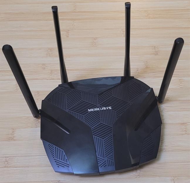 Mercusys MR70X are patru antene externe nondetașabile