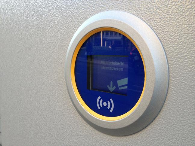 Cititor NFC într-un vehicul de transport în comun