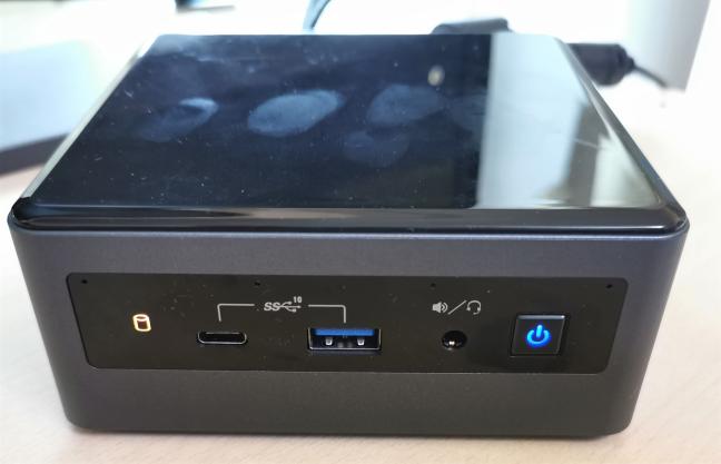 Intel NUC10i5FNH poate fi un magnet pentru amprente și praf