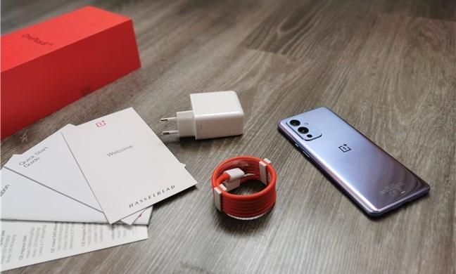 OnePlus 9: Ce găsești în cutie