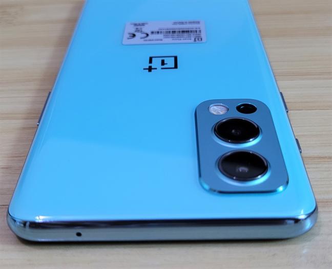 Ce găsești pe marginea de sus a OnePlus Nord2 5G