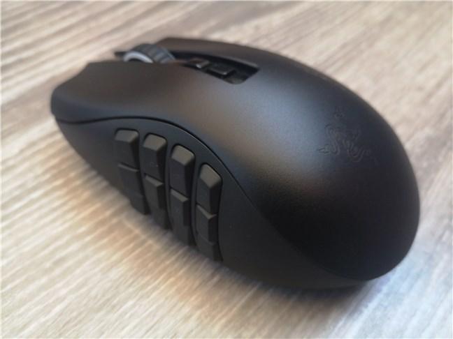 Panoul lateral cu 12 butoane de pe Razer Naga Pro