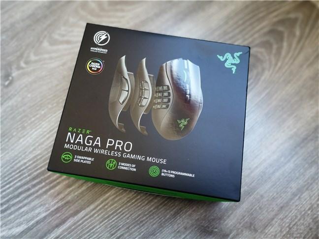 Razer Naga Pro: Cutia în care vine
