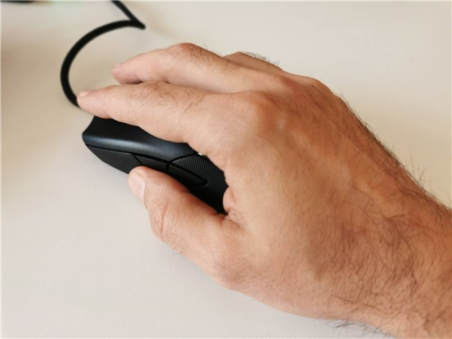 Utilizarea mouse-ului de gaming Razer Viper 8KHz