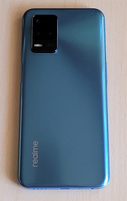 Spatele telefonului realme 8 5G