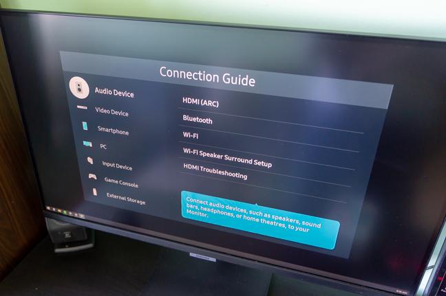 Monitorul oferă numeroase opțiuni de conectare