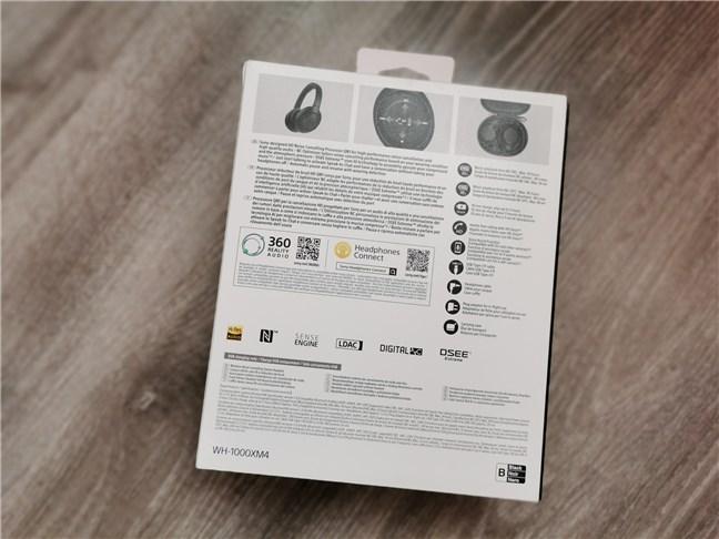Spatele cutiei căștilor Sony WH-1000XM4