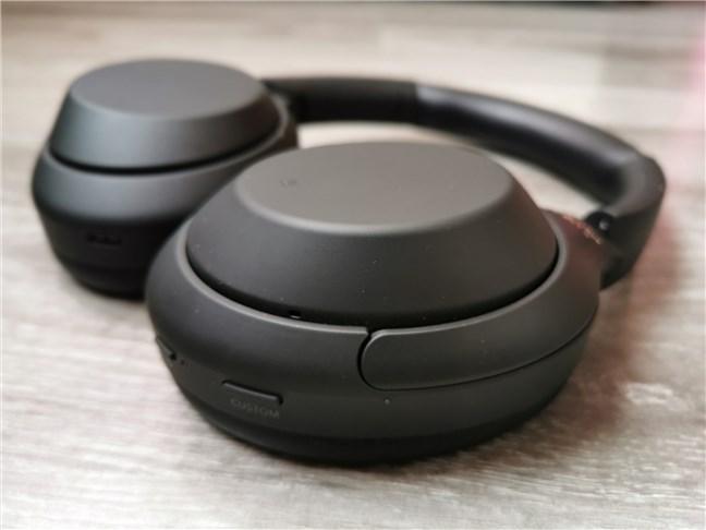 Butoanele fizice de pe Sony WH-1000XM4