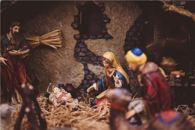 Figurine Nașterea lui Isus, de Ben White