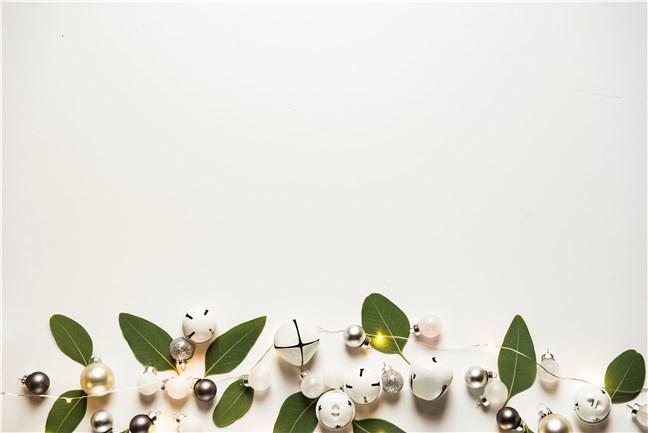 Globuri și clopoței albi, de Joanna Kosinska