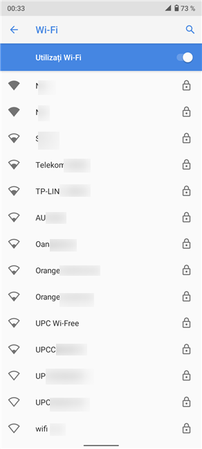 Apasă pe numele unei rețele pentru a te conecta la ea