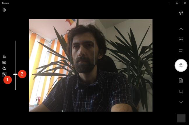 Zoom cu webcam-ul în aplicația Cameră din Windows 10